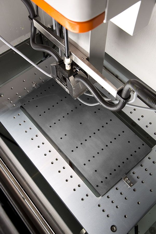 Positioning accuracy - The reference holes machined under these conditions of stable temperature can achieve a positional accuracy of ± 3 μm.
