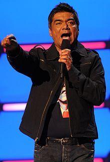 George Lopez es un Mexicano-Americano actor. Él tiene un antecedentes mexicanos. Él está George Lopez en Nick at Nite.