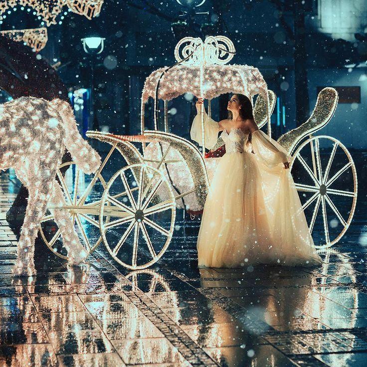 Golden Night First Photo From Yesterday S Shooting At 4 Am The Lights This Dress By Talented Margoconcept And Bea Hochzeitskutsche Hochzeit Kutsche Bilder