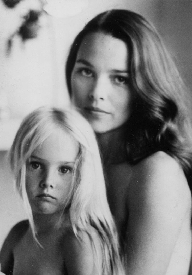 Michelle Phillips & Chynna {Mom and daughter photo op}