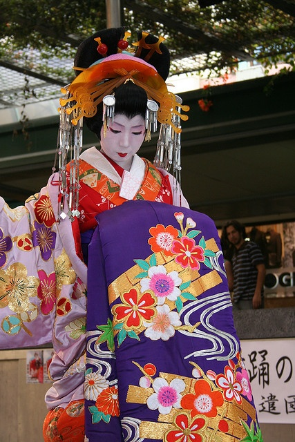 Oiran kimono and hair decoration... quite the outfit!