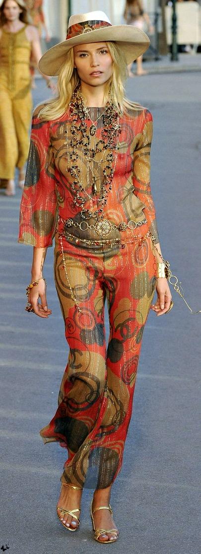 #eleganteenpantalon #chanel #cruise #f2010-2013 #pantalon Chanel Cruise 2010-11 in Saint-Tropez #ChanelCruiseSaintTropez Visit espritdegabrielle.com | L'héritage de Coco Chanel #espritdegabrielle