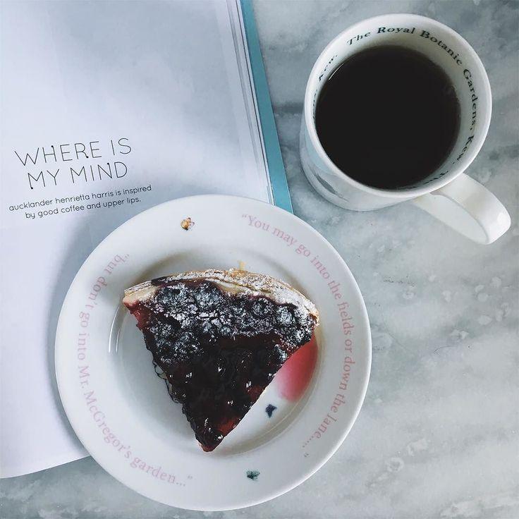 GOOD MORNING  . . . . #cake#sweet#sunday#pie#applepie#weekend#instafood#goodmorning#morning#sunrise#breakfast#instagood#photooftheday#sunshine#instamorning#early#sundayfreshday#foodporn##food#dessert#break#homemade#baking#vanilla#pink#blueberry