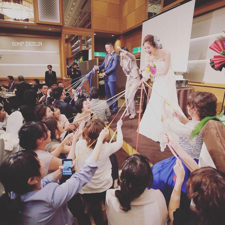#ベストウエスタンプレミアホテル長崎 . . さすが人の結婚パーティー . ブーケプルズ人の参加される女性ゲストも . たーくさん . . やっぱりそんな中からブーケを勝ち取った幸運な女性ゲストさんには . 皆さん全力で指差して . 本人大爆笑笑 . . . #そして奥では新郎さんがお酒プルズ #女性ゲストの方がたまたま振り向いてくれてラッキー #皆さんしゃがんで周りに見えやすいご配慮されてるところが紳士淑女 . #結婚写真 #花嫁 #プレ花嫁 #卒花 #結婚式 #結婚準備 #ロケーション前撮り #カメラマン #ウェディング #前撮り #結婚式前撮り #写真家 #ゼクシィ #名古屋花嫁 #和装前撮り #持ち込みカメラマン #ウェディングフォト #2017春婚 #結婚式レポ #アサダユウスケ #赤いカメラ #日本中のプレ花嫁さんと繋がりたい #日本中の卒花嫁さんと繋がりたい #ウェディングニュース #weddingphoto #バンプデザイン