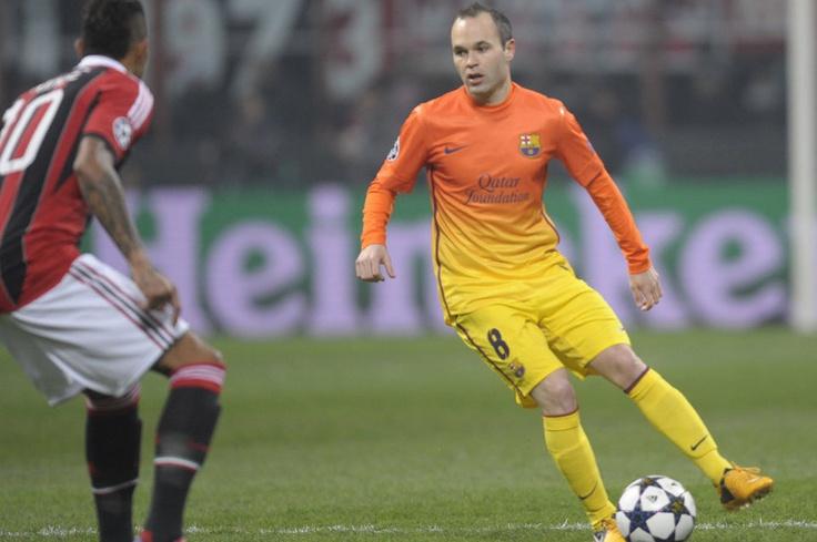 Milan 2-0 FC Barcelona   Iniesta ante Boateng. [20.02.13]