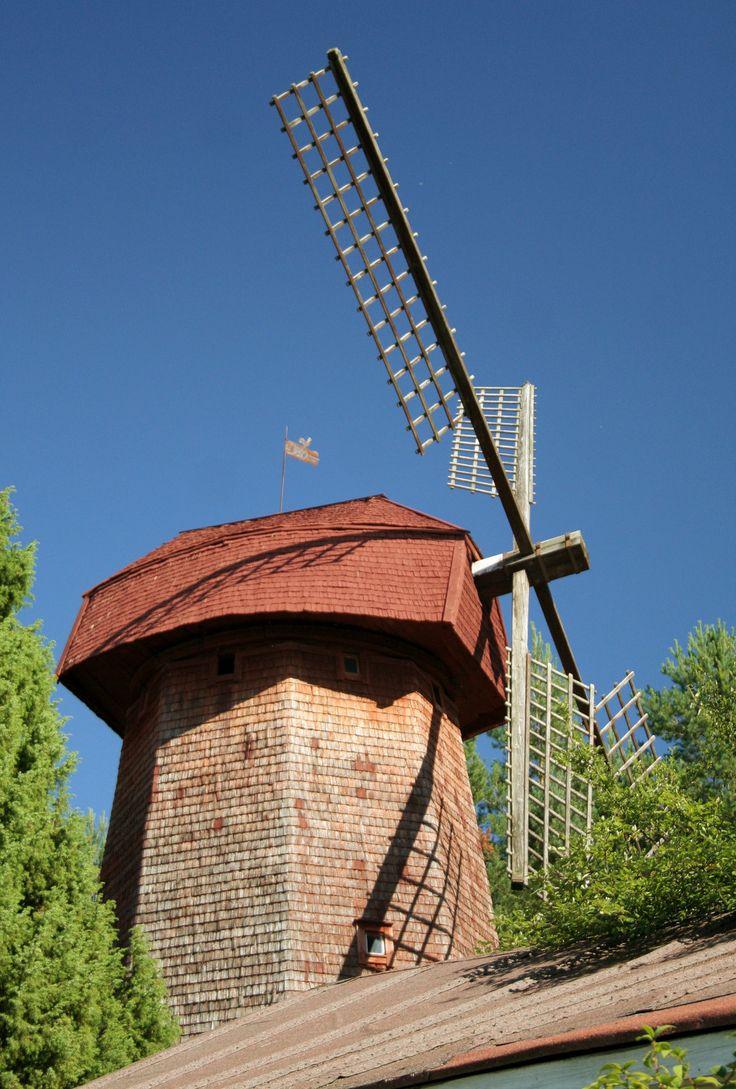 Lepaan miljöö: Vanha tuulimylly - Lepaa gardens: Beautiful, old windmill