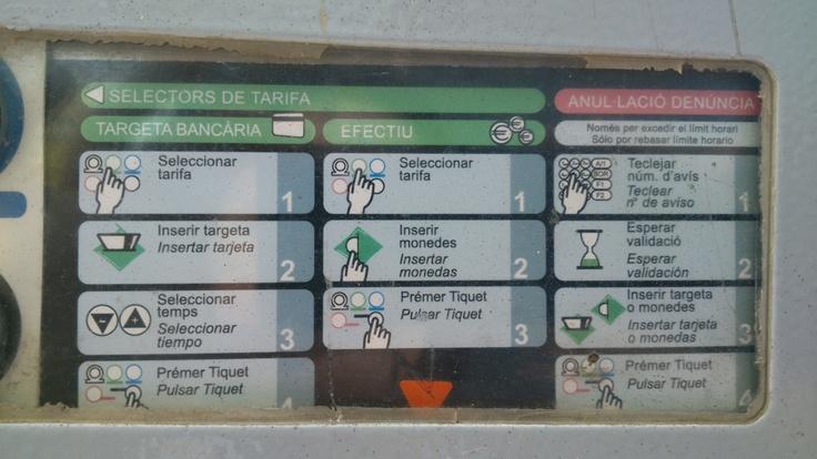 Se trata de las instrucciones de funcionamiento del parquímetro de la zona verde y azul. Considero que es un buen ejemplo ya que la información se dispone de forma horizontal, hecho que facilita la lectura, se ordena por puntos de froma concisa y se acompaña de ilustraciones que aportan una mayor inteligibilidad.