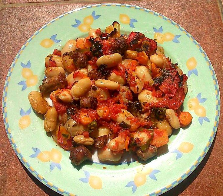 Η συνταγή αυτή είναι της αδερφούλας μου Δημητρούλας και την ευχαριστώ που με σκέφτεται όταν μαγειρεύει!!!     Υλικά:     ½ κιλό φασόλια ...