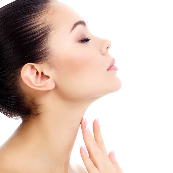 Você sabia que as vitaminas e sais minerais são muito importantes para manter a saúde e beleza da nossa pele? O betacaroteno presente em vegetais de cor amarelada e alaranjada é antioxidante e protege nossa pele contra aquela vermelhidão pós sol! A vitamina C, por sua vez, é muito presente em frutas cítricas e estimula a produção de colágeno e auxilia na cicatrização. Veja a lista completa de vitaminas e sais minerais que tem o poder de deixar nossa pele, unhas e cabelos lindos.