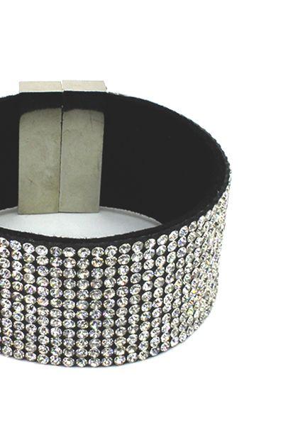 Flot armbån simpelt og stilrent i mange forskellige farver. Se flere smykker på veny.dk