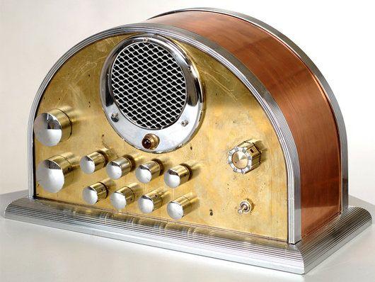 Vintage Domed Tube Radio