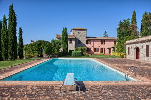 Luxury country house with vineyard in Umbria
