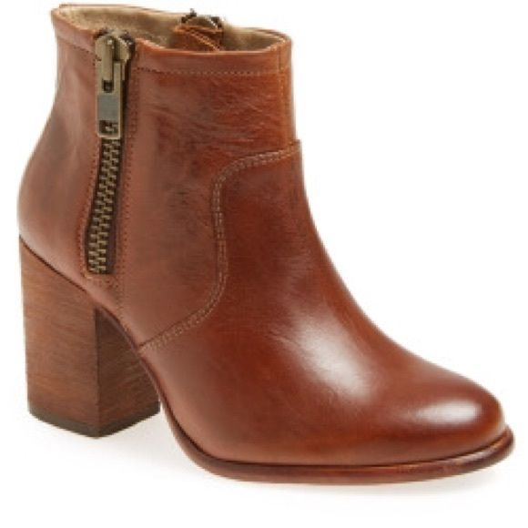 """Hinge 'Ada' bootie tan ankle boots w/ zippers 9 Hinge 'Ada' tan leather ankle boots with duel side zips and bold block heel (3"""" heel). Leather upper, lining, and sole. Sold out at Nordstrom. Few signs of normal wear and tear.  Hinge Shoes Ankle Boots & Booties"""