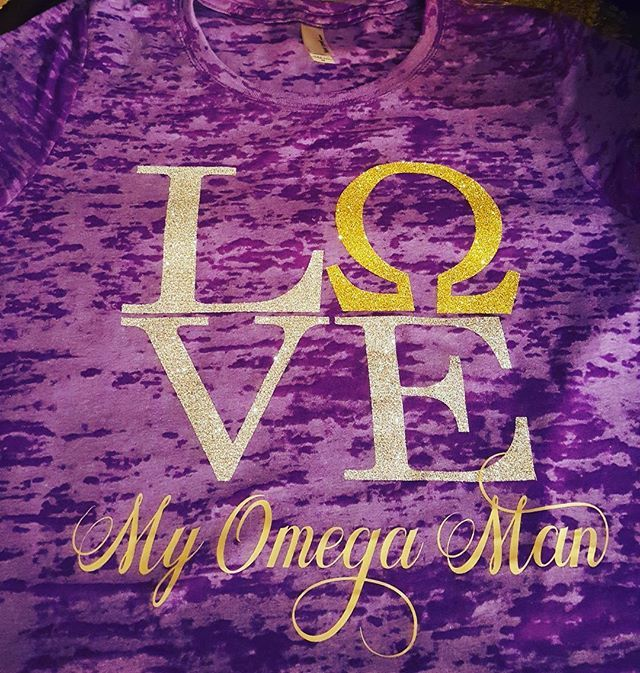 Omega Psi phi @roosince1911 (IG)  Gifts, Que, Quette, wife, engaged, love, Christmas photos of greekgear - Photo365, photo every day