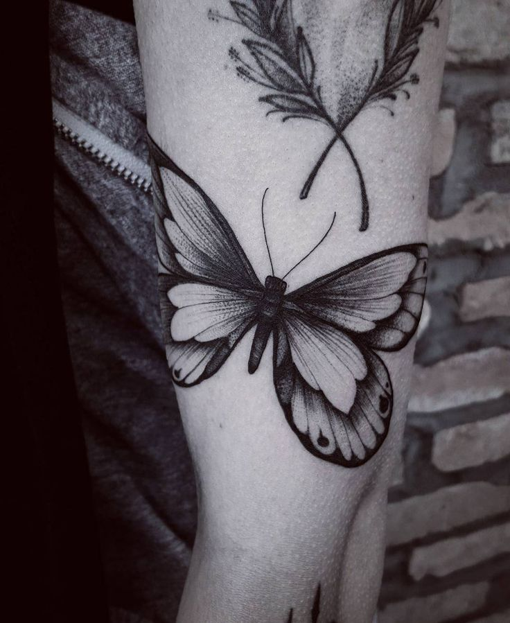 ✖ Borboleta  Agendamentos/Dúvidas: fetattooer@gmail.com   #art #artwork #blackart #blxckink #blackworkers #blackworkerssubmission #darkartists #btattooing #drawing #equilattera #engraving #electricink #butterfly #inkstinct_tattoo_app #inked #ink #tattooistartmagazine #tattoodo #tattoo #tatuagem