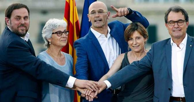 Oriol Junqueras, Muriel Casals, Raul Romeva, Carme Forcadell and Artur Mas heads of the Junt pel Sí coallition which was formed for the 2015 Plebiscitarian elections.