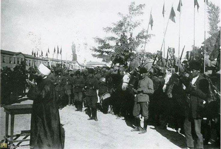 Büyük Taarruz öncesi ordumuz Ankara, Ulus'da zafer için dua ediyor.