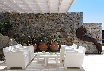 This superb 7 bedroom villa has 180 degree views over the Aegean sea starting from the bay of Agios Ioannis it spreads over the island of Delos and Rhenia. The area of Aleomandra is conveniently located with the beaches of Kapari, Agios Ioannis and Ornos each being within an easy 5 minute drive.