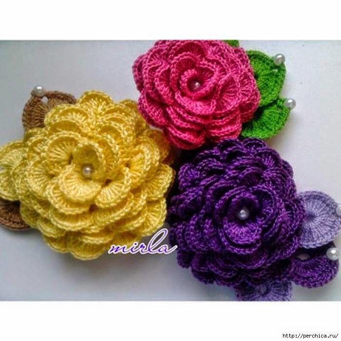 Crochet y dos agujas: Flores tejidas al crochet decoradas con perlas - con paso a paso en fotos