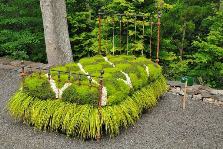 Gorgeous Flower Bed by Geoffery Nimmer...how COOL I like the bed skirt.