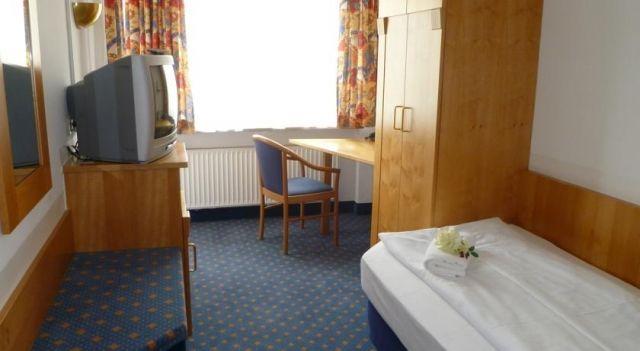 Hotel am Feuersee - 3 Star #Hotel - $100 - #Hotels #Germany #Stuttgart #Stuttgart-West http://www.justigo.org/hotels/germany/stuttgart/stuttgart-west/am-feuersee_200168.html