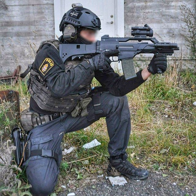 1st SFOD-D — fnhfal:   Swedish police officer.