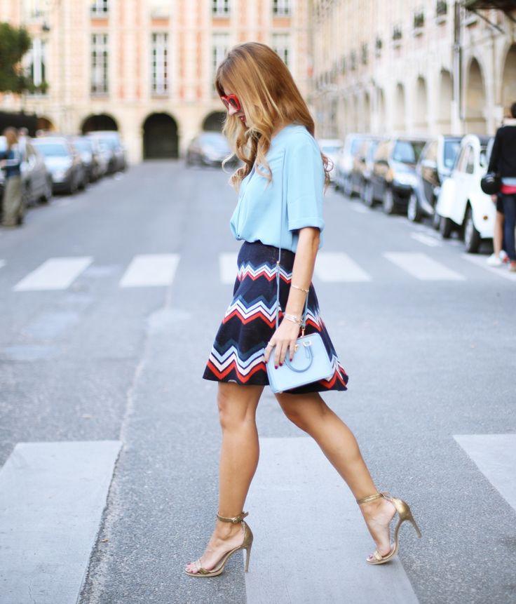 Casual Look. Look retro. A trendy life. #casual #retro #seventies #minibag #redsunglasses #atrendylifejewels #goldsandals #goldenshoes #zalando #prada #eguzkilore #uterqüe #outfit #fashionblogger #atrendylife www.atrendylifestyle,com