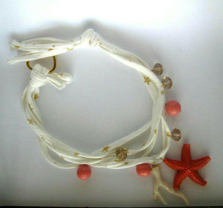 Collana di fettuccia con pasta di corallo e resina. Notedizucchero.blogspot.com