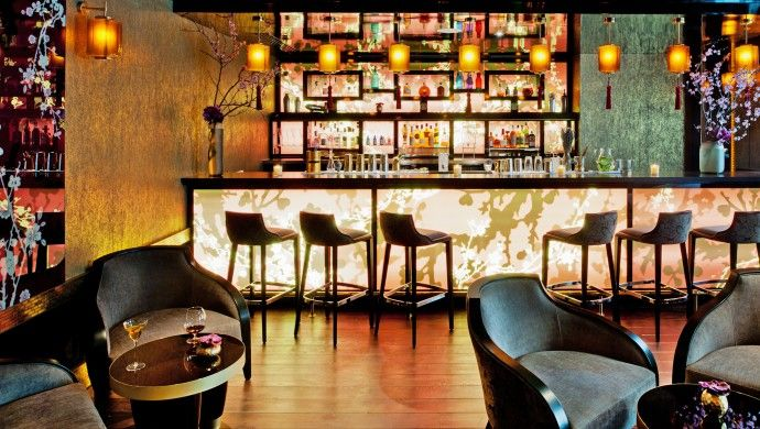 Buddha-Bar Hotel Paris: Sip customized cocktails in the funky Qua4tre bar.