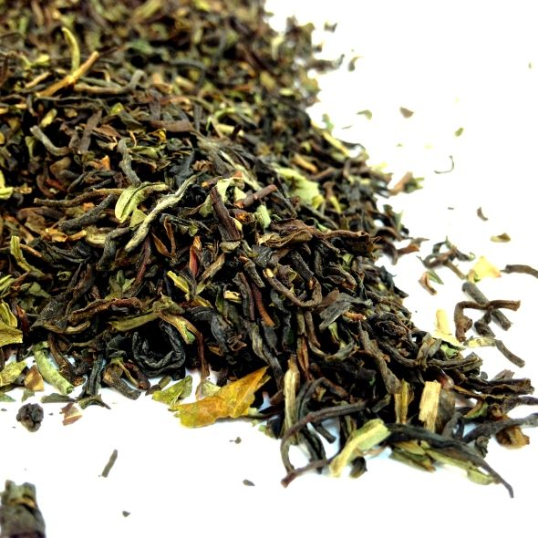 DARJEELING 2ND FLUSH This premium blend is full of gorgeous golden tips that produce a rich, malty flavour. Cultivated on a single estate this tea is sweeter than other Assam's making it utterly addictive for tea connoisseurs.