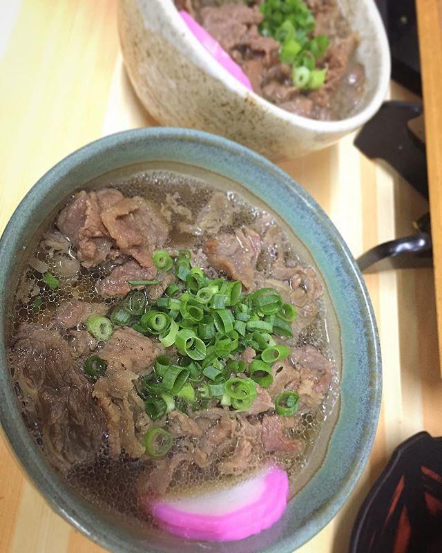 北九州にあるうどんそば屋さん。 牛肉の汁の甘みが旨すぎてつゆを飲み干したくなるような逸品でした。 #北九州 #福岡 #肉うどん #肉そば #うどん #そば #udon #牛肉 #肉 #にく