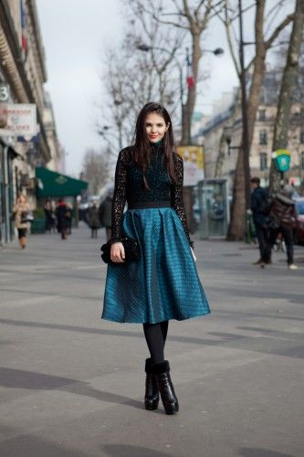 What a beautiful skirt and lace top. <3