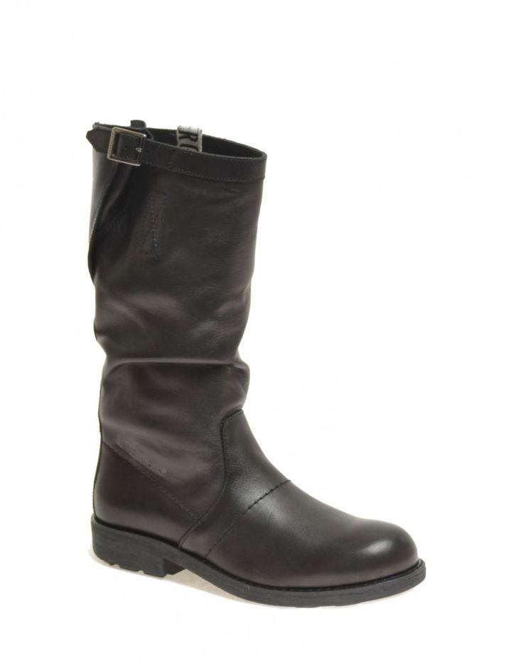 Quest'anno regala uno degli iconici modelli firmati DIRK BIKKEMBERGS►http://bit.ly/1k1YjQl Il pacco regalo lo facciamo noi! #FREESHIPPING #scarpe #shoes