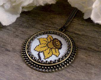Aqua Green Seahorse Cross Stitch Necklace от TriccotraShop на Etsy