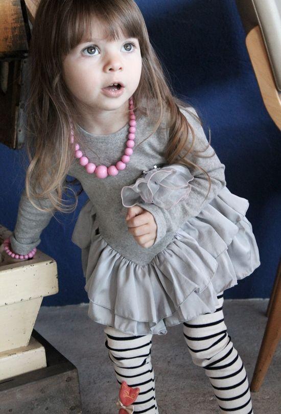 【楽天市場】【Rora ネーロ ミニ丈チュニック(バラコサージュブローチセット)】ロマンチックV字切りかえたっぷりフリル×上品グレー色は一気にエレガントな雰囲気に♪:子供服 ピンクキャット