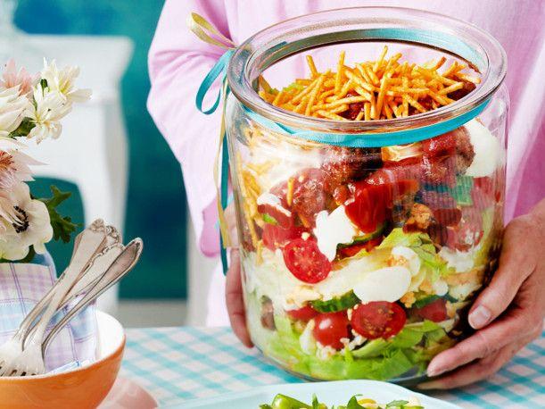 Unser beliebtes Rezept für Hackbällchen-Schichtsalat und mehr als 55.000 weitere kostenlose Rezepte auf LECKER.de.