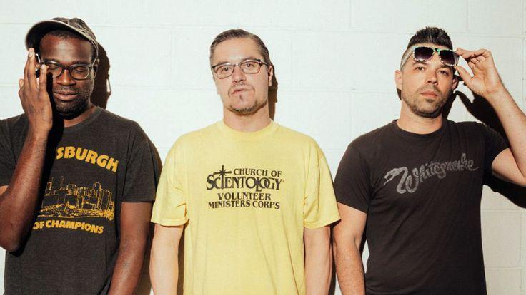 Тунде Адебимпе и Майк Паттон создали супергруппу - http://rockcult.ru/nevermen-tv-radio-faith-no-more-doseone-tough-towns-supergroup/