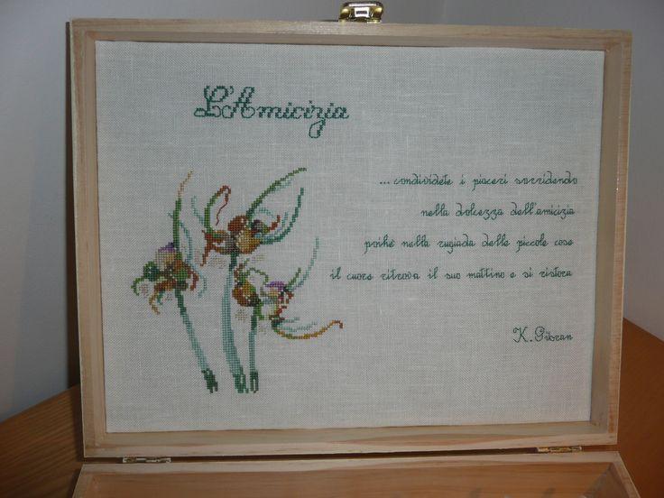 Ho eseguito un ricamo a punto croce e ho ricamato a fianco alcuni versi di una poesia di Gibran