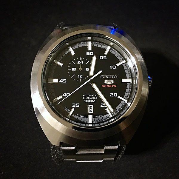 今回紹介する時計は、セイコーの機械式時計「SSA281J1」です。「SSA281J1」はセイコー5スポーツという機械式腕時計シリーズで2016年に発売された「MADE IN JAPAN」モデルです。セイコー5シリーズは1963年から発売されて続けているロングセラーブランドで、機械式なのに価格がとにかく安いことが魅力。モデルによっては1万円以下で買えるものもあります。とはいえ、セイコー製なので信頼性は高く丈夫なので、ロレックスマニアの方で...