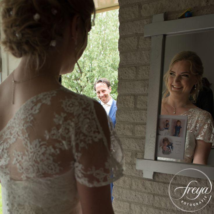 First look - http://www.trouwfotografiefreya.nl/real-weddings/lente-bruiloft-twiskerslot/ #wedding #bruiloft