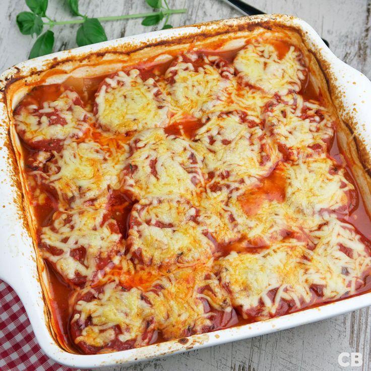 Laagjesschotel met gehakt, aardappels, tomaten en kaas