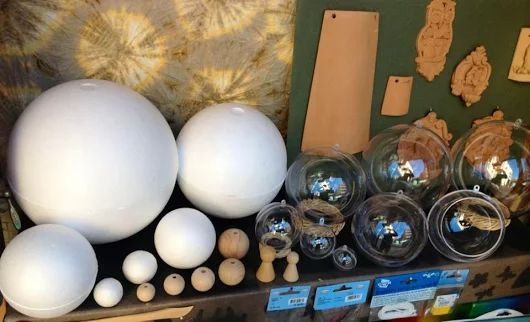 SFERA IN PLEXIGLASS  Diametro sfera plexi CM 4 / 6 / 8 / 10 / 12 / 14 / 16  Su ordinazione è possibile avere sfere di diametro 18 e 20 CM SFERA IN POLISTIROLO Palline in polistirolo diametro 3 / 4 / 5 / 6 / 7 / 9 / 10 / 12 / 15 AP 20 / 25 / 30 cm SFERA IN LEGNO Diametro sfera legno MM 10 / 12 / 15 / 18 / 20 / 25 / 30 / 35 / 40 / 45 / 50 / 60 / 70 / 80 Le sfere in polistirolo, plexiglass e legno le trovi a Bari da Colour Academy #decoupage #bricolage #patchwork #hobby #christmas #natale