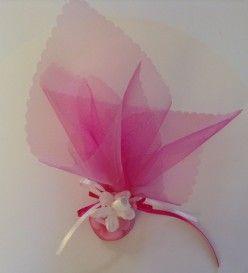 Γαμήλια μπομπονιέρα με λουλουδάκι (Μ 4003)