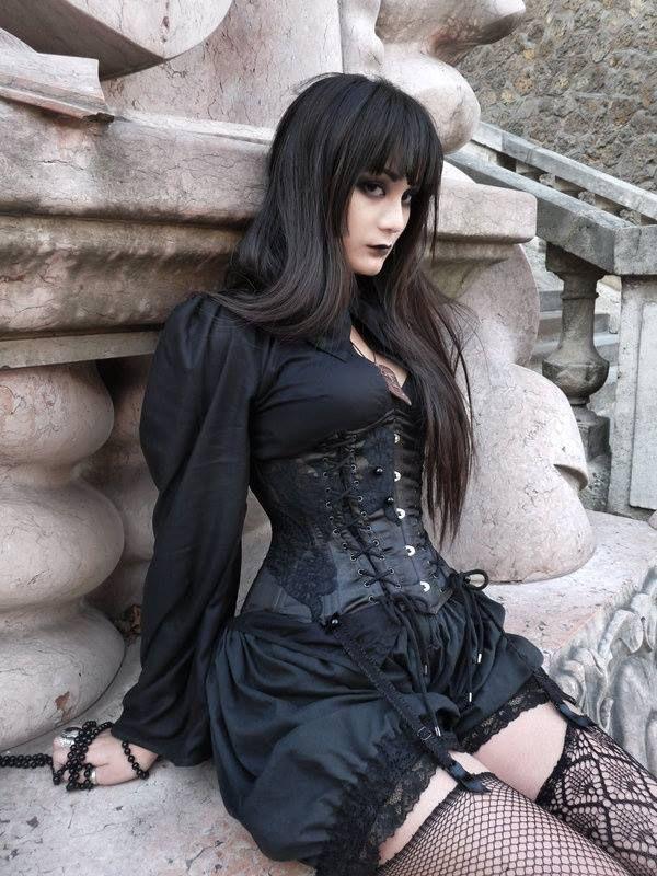 pics-of-gothics-wemon-undressed-how-do-bird-have-sex