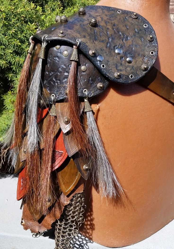 Leather Armour - Hoarde Leather Armour Pauldron (Customized Options Available) by TriDeDanaShop on Etsy https://www.etsy.com/uk/listing/278661394/leather-armour-hoarde-leather-armour