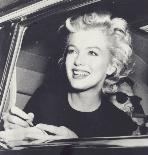 niick4:  niick4:  i love her omfg  first day of june, happy birthday Marilyn❤
