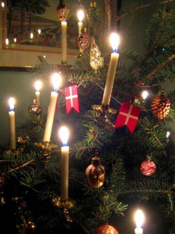 ΧΡΙΣΤΟΥΓΕΝΝΑ ΣΤΗ ΔΑΝΙΑ - Στη Δανία, την περίοδο πριν από τα Χριστούγεννα φτιάχνονται πολλά χειροποίητα στολίδια για τη διακόσμηση των σπιτιών.....