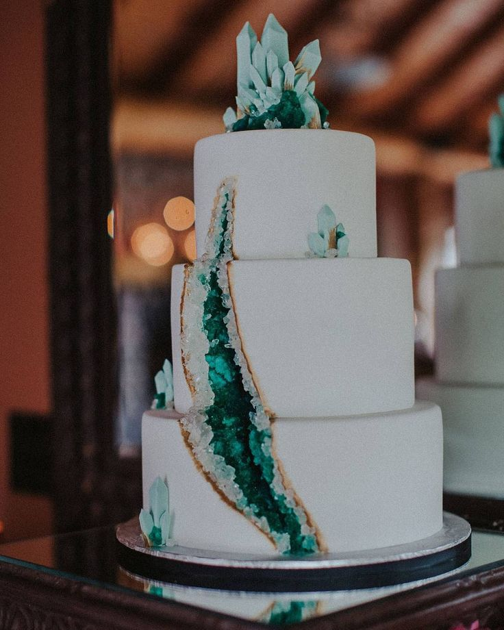 Creative confections galore, the list of ✨Our Favorite Wedding Cakes of 2016✨ is live #onGWS {link in bio!} Wedding cakes have come a long way in recent years — transitioning from the traditional white, tiered cakes, to fantastical works of art. What are your favorite cakes from this year? This geode cake by: @kakebydarci |  : @sharon_litchfield @katch_studios + @triciavictoriaphoto @wethreeworkshops #GWSbestof2016
