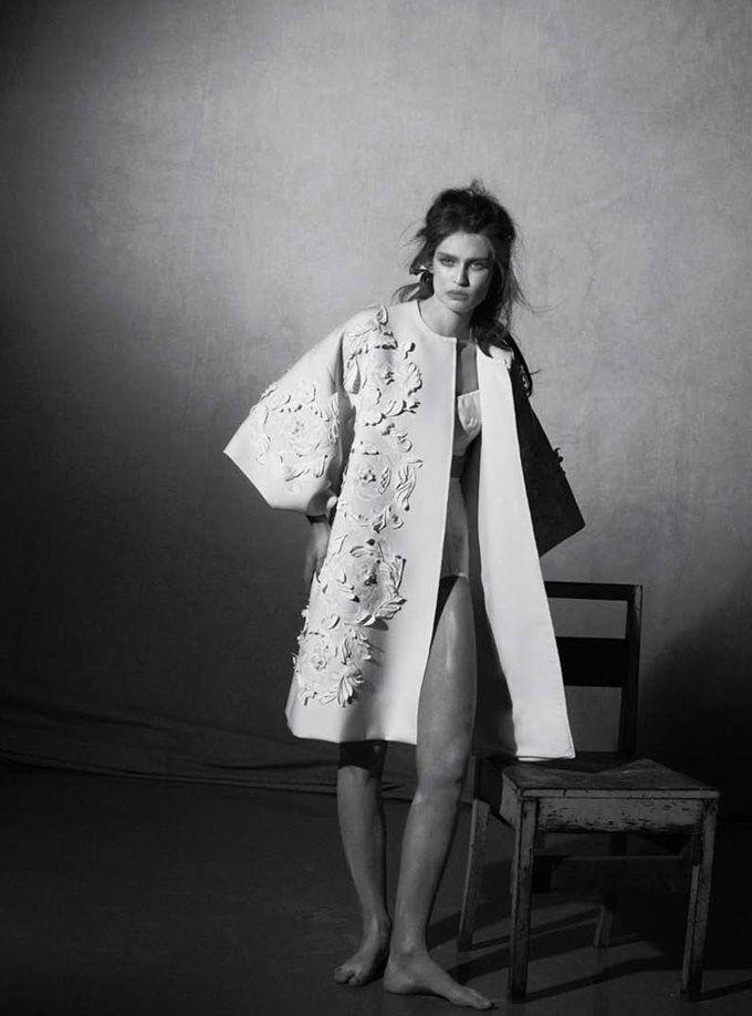 Бьянка Балти (Bianca Balti) снялась в фотосессии Питера Линдберга (Peter Lindbergh) для Vogue Italia.