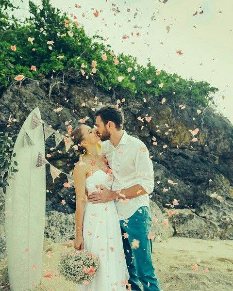 Wedding in Bali. BALIMOON. Свадьбы на волшебном острове Бали. Стильный дизайн, сильная команда для организации свадебной церемонии, новые свадебные идеи ( предпочтение богемный стиль - БОХО и класический), интересные места для проведения свадебного обряда: свадьба на пляже у океана, свадьба на обрыве утесе над морем, свадьба у водопада, свадьба в тропических джунглях и на вулканическом озере. мы готовы к новым идеям. В переводе с Индонезийского наше название звучит: ЛЮБОВЬ ПОДАРЕННАЯ БОГОМ!